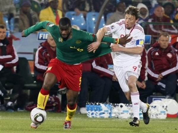 NO TE VAS. Tomasson no solo aportó en ataque sino también evitó la salida de los rivales (Foto: AP)