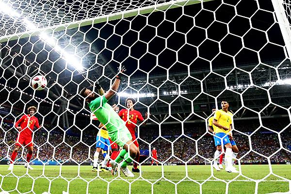 Fernandinho fue titular en lugar de Casemiro y le costó: marcó un autogol. (Foto: FIFA)