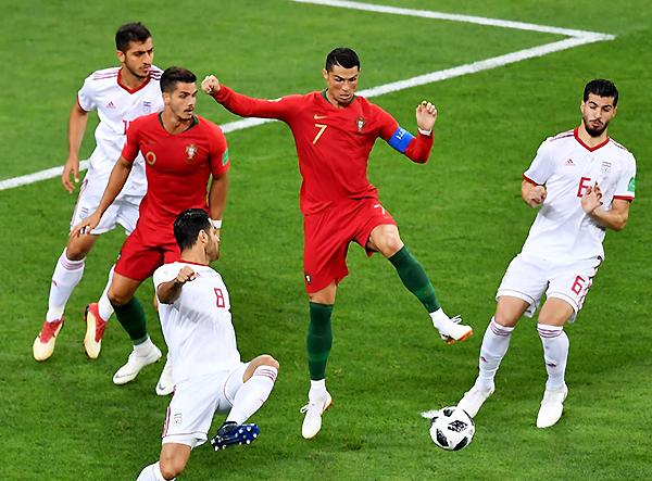 Cristiano Ronaldo no pudo trascender. Fue neutralizado por los iraníes. (Foto: FIFA)