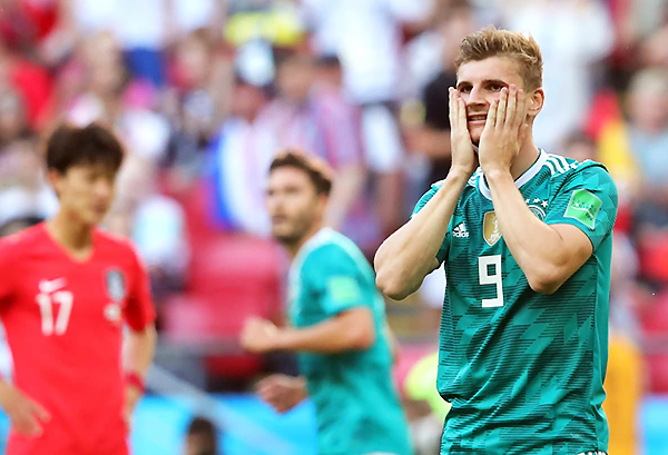 Timo Werner sufre una de las tantas oportunidades que perdió el cuadro alemán. (Foto: FIFA)