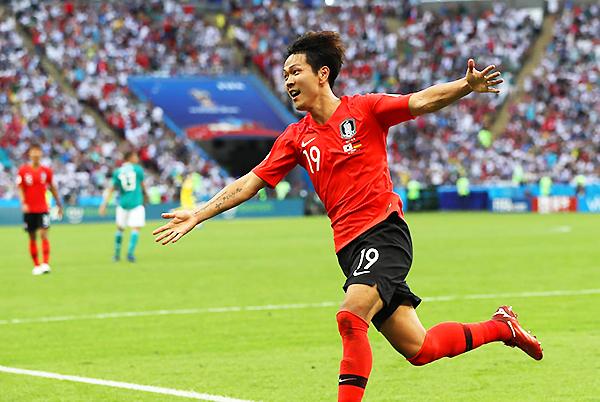 Kim Young-gwon celebra el primer gol de Corea del Sur. Hazaña con sabor agridulce para los surcoreanos y tristeza absoluta en Alemania. (Foto: FIFA)
