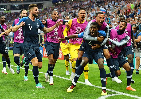 Paul Pogba celebra el gol que pone adelante a Francia sobre Croacia. (Foto: FIFA)