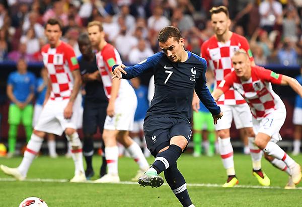 Antoine Griezmann aprovechó una sanción del VAR, cambió el penal por gol y se convirtió en la figura de la final. (Foto: FIFA)