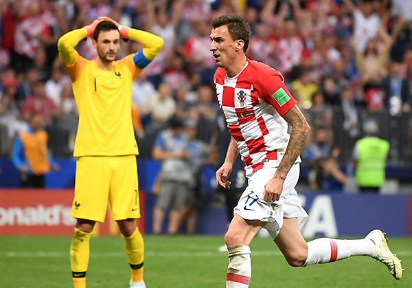 El error de Hugo Lloris le dio vida a Croacia. Mario Mandzukic estuvo atento para descontar. (Foto: FIFA)