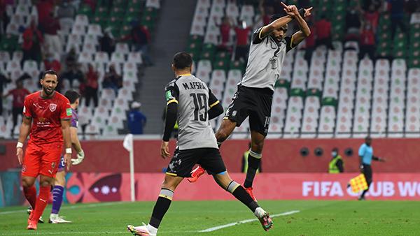 El Shahat celebra su tanto, que pone al Al-Ahly a la vera del Bayern para buscar la épica en semifinales. (Foto: FIFA)