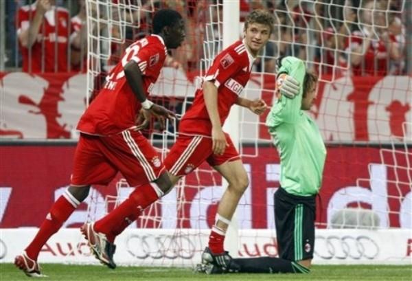 Sane y Mueller, dos de los nuevos valores del Bayern que destacaron en el último amistoso ante el AC Milan (Foto: AP)