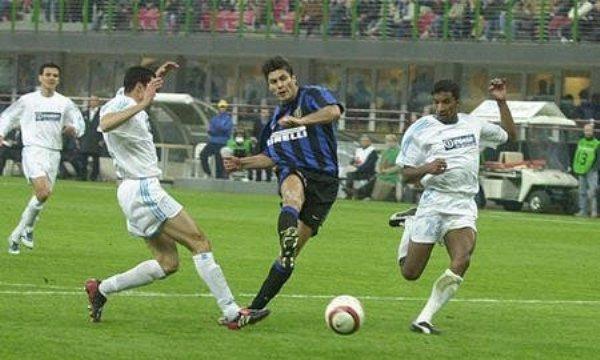 La última vez que el Inter y el Olympique Lyon se vieron las caras en Europa fue en la Copa UEFA 2003/2004 y la suerte sonrió a los galos. (Foto: inter.it)