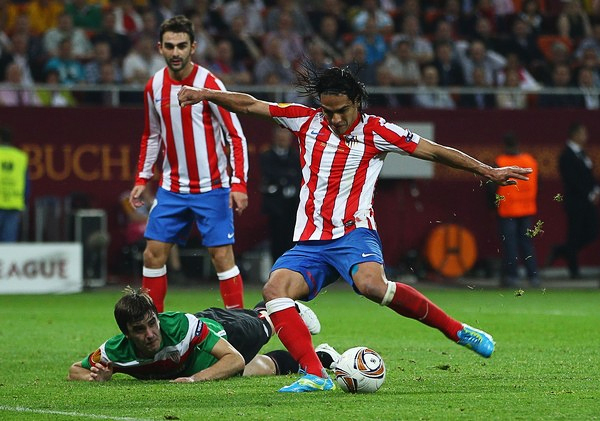 Los goles de Radamel Falcao García tumbaron a un Athletic que con Marcelo Bielsa apuntaba a la gloria en Europa (Foto: AFP)