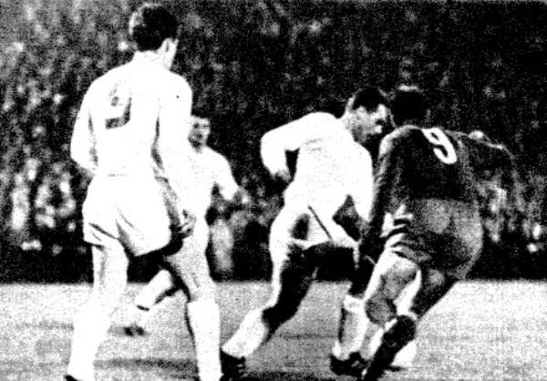 Real Madrid y Zurich frente a frente en la recordada semifinal de la Copa de Campeones 1963/1964, que acabó con un global de 8-1 a favor del cuadro merengue (Recorte: abc.es)