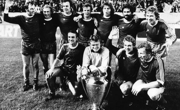 Este Bayern Munich campeón de la Copa de Campeones 1974-1975, quien sabe, hasta podría haber jugado con la 'U' en una eventual Copa Intercontinental de esa temporada (Recorte: bundesligafanatic.com)