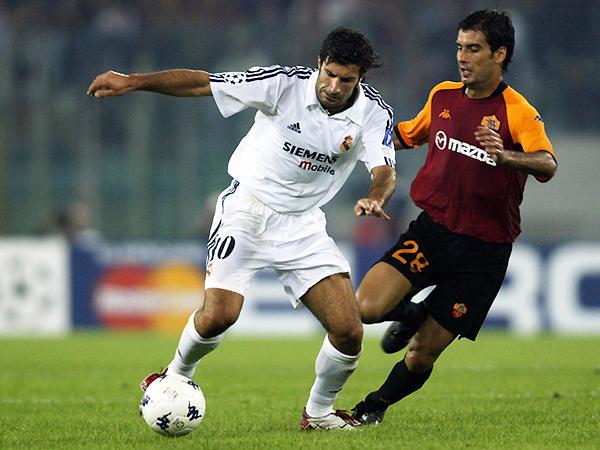 Figo y Guardiola en un Roma - Real Madrid. (Foto: AFP)