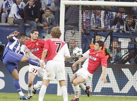 El día en que Atenas asistió a la gloria del Porto: el 3-0 sobre Mónaco en la final de la Champions 2003-2004 (Foto: bundesliga.de)