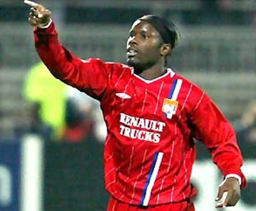 Luyindula celebra su tanto en el arco del Bayern Munich en la Champions 2003-2004 (Foto: bbc.co.uk)