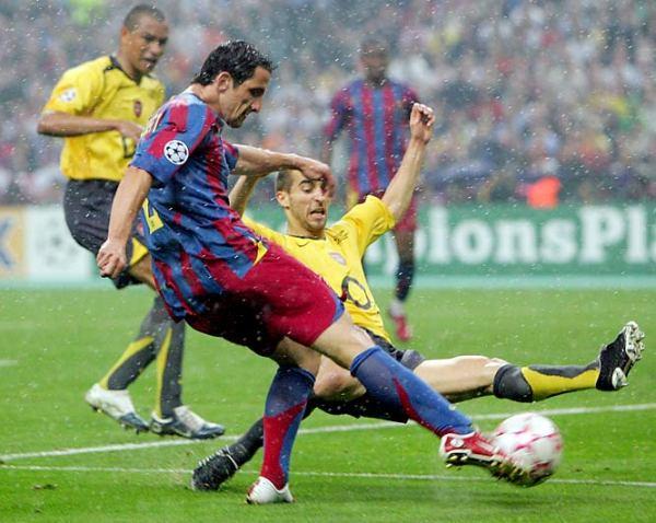 En 2006 el Barcelona con Ronaldinho le volteó el partido al Arsenal de Thierry Henry para acabar ganando por 2-1 (Foto: anotandofutbol.blogspot.com)