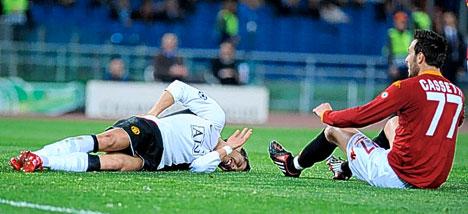 Cristiano Ronaldo abrió el marcador y tras la jugada quedó tendido en el campo por haber chocado con Cassetti (Foto: dailymail.co.uk)