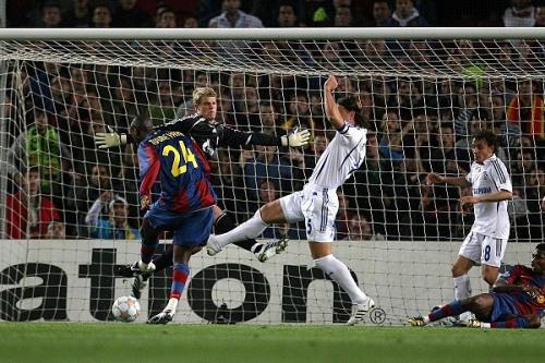 Yaya Touré definió así ante Neuer para poner el único gol de la noche catalana (Foto: schalke04.de)