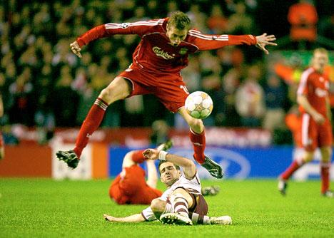Fabregas no estuvo en una noche completamente brillante (Foto: dailymail.co.uk)