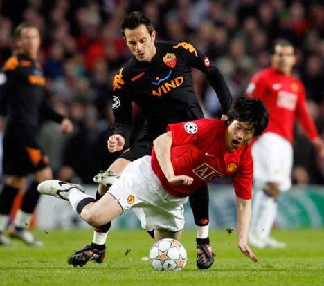 Park Ji Sung comenzó como titular, mientras Cristiano Ronaldo quedó en el banco (Foto: dailymail.co.uk)