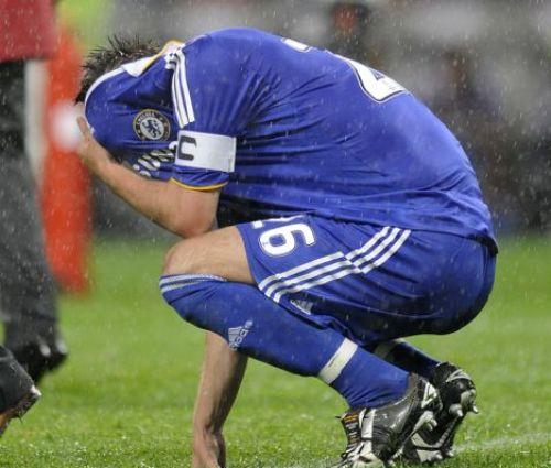 Terry lamentando el penal que la lluvia le hizo errar (Foto: dailymail.co.uk)