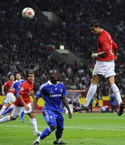 Espléndido cabezazo de Cristiano Ronaldo que acabó en el fondo del arco de Cech (Foto: dailymail.co.uk)