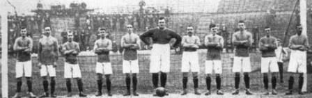 El rollizo golero 'Fatty' Foulke al medio de la oncena del Chelsea en 1905 (Foto: spartacus.schoolnet.co.uk)