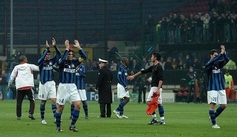 Triste despedida del Inter ante su hinchada en San Siro, luego de la eliminación europea a manos del Liverpool (Foto: inter.it)