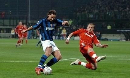 Ibrahimovic hizo poco y estuvo bien tapado por el cumplidor eslovaco Skrtel (Foto: inter.it)