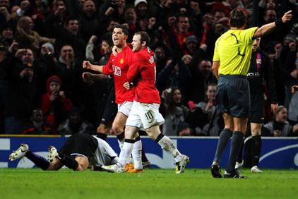 Cristiano Ronaldo fue el principal aportante a De Chalaca FC en los octavos de final de Champions League. Wayne Rooney, en cambio, quedó en deuda con nosotros (Foto: olweb.fr)