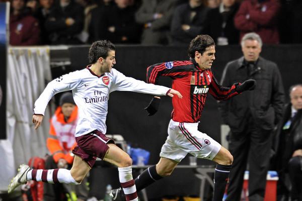 Ni Fábregas ni Kaká están más en el Arsenal o en el Milan, pero ambos equipos revivirán su duelo de 2007/2008. (Foto: freekicker.wordpress.com)