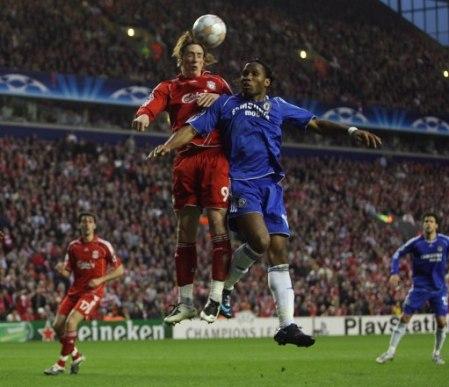 Torres y Drogba fueron de los que más lucharon en sus respectivas delanteras (Foto: Empics)