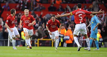 La gran figura del partido hizo un gol de antología y lo celebró con todo Manchester (Foto: dailymail.co.uk)