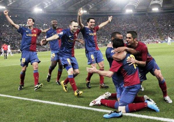 VENGAN TODOS A MÍ. Messi convoca la algarabía azulgrana luego del segundo tanto (Foto: EFE)