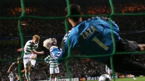 Zaza le ataja el penal a Robson y mantiene el cero en el arco del Aalborg en Celtic Park (Foto: celticfc.net)