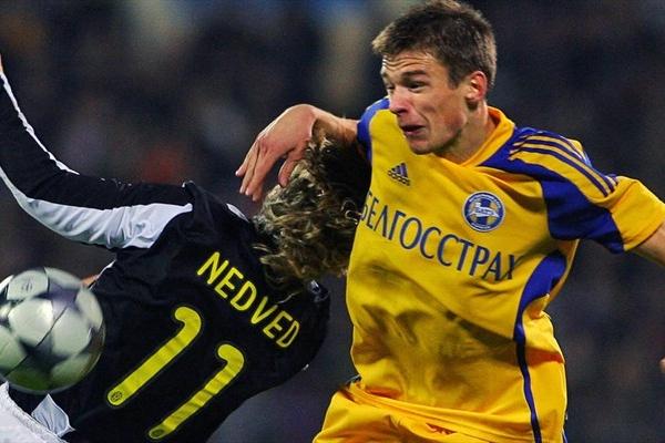 Nekhaychik se lleva de encuentro a Nedved, así como el BATE sorprendió a la 'Juve' en el inicio del cotejo (Foto: UEA.com)