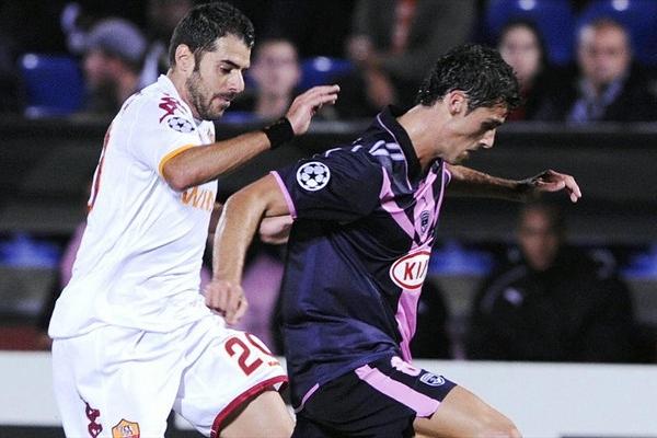Perrotta va a la marca de Chamakh. Roma se resarció en canchas galas (Foto: UEFA.com)