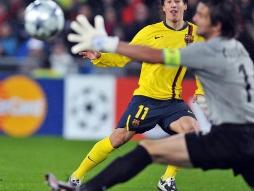 Bojan anota uno de sus goles en el arco de Costanzo para la goleada del Barça sobre el Basel (Foto: FIFA.com / AFP)