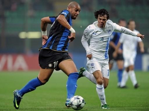 Adriano al galope en el campo del Anorthosis. El 'Emperador' sigue volviendo por sus fueros (Foto: FIFA.com / AFP)