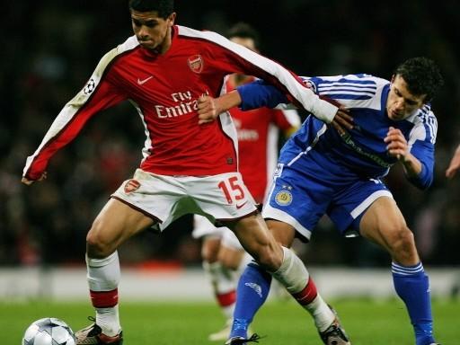 Un gol del juvenil danés Bendtner asegura la clasificación para los gunners (FIFA.com / AFP)