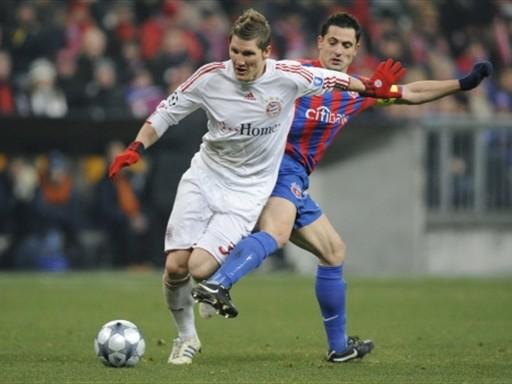 Con dos goles de Klose y uno de Toni, Bayern Múnich goleó al Steaua de Bucarest (FIFA.com / AFP)