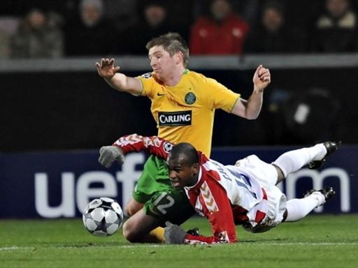 El Aalborg no pasó del empate y arrojó sus posibilidades de continuar en la competencia, la Uefa es el mal menor (FIFA.com / AFP)