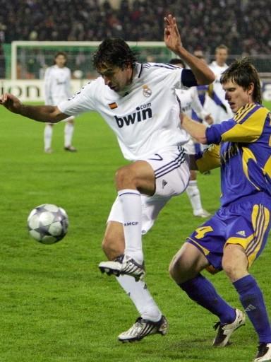 Un Madrid plagado de lesiones tuvo ayuda divina al aparecer Raúl en el frío de Minsk (FIFA.com / AFP)
