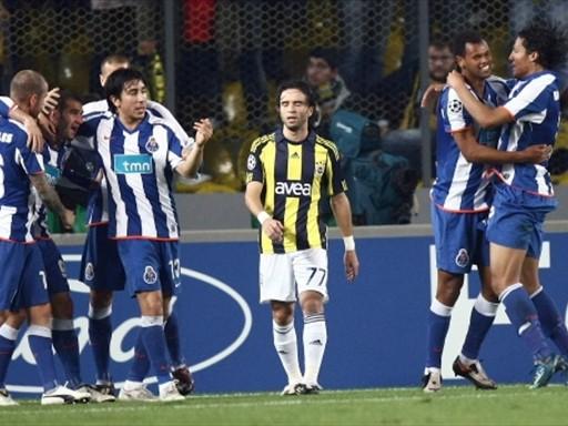 Porto celebra la clasificación gracias a los dos goles de Lisandro López (FIFA.com / AFP)