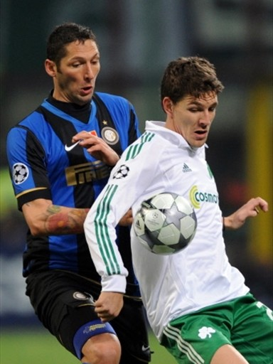 Matterazzi y el Inter se vieron sorprendidos en San Siro por el Panathinaikos (Foto: FIFA.com / AFP)