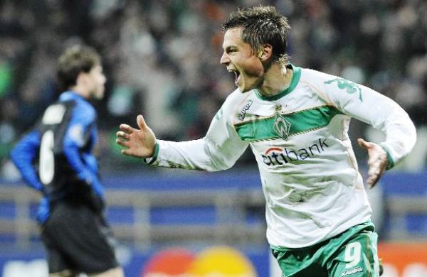 Markus Rosenberg grita su gol en el triunfo 2-1 del Werder Bremen sobre el Inter en la Champions League 2008/09. (Foto: futbolred.com)