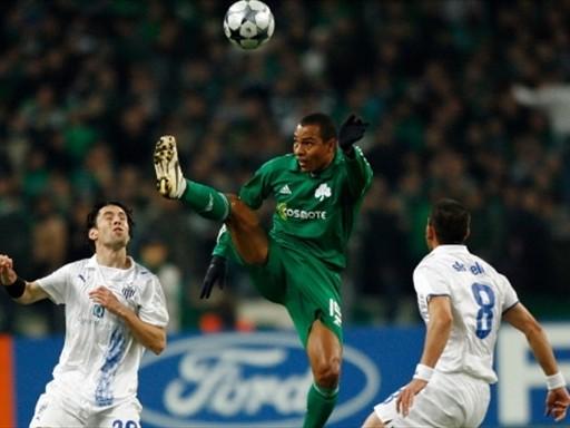 SÓLIDO. Gilberto Silva fue impasable por alto en el triunfo del Panathinaikos, que eliminó al Anorthosis (Foto: FIFA.com / AFP)