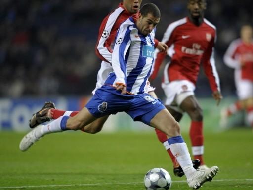 POR DELANTE. El Porto se llevó de encuentro al joven Arsenal. Acá 'Licha' López marca el segundo tanto (Foto: FIFA.com / AFP)