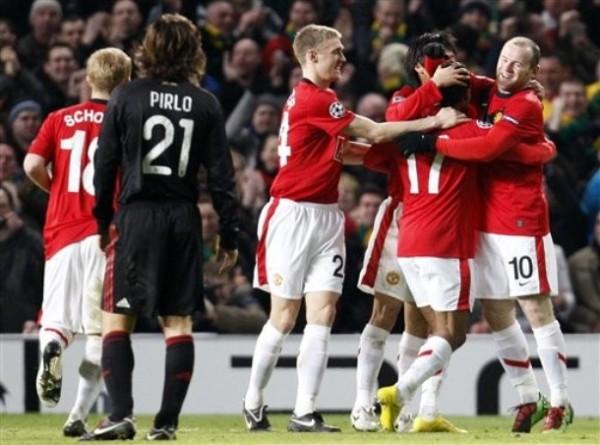 ASESINO DEL GOL. Wayne Rooney provocó más de una pesadilla en la zaga del Milán. Acá celebra una de sus conquistas junto a Nani y Fletcher (Foto: AP)