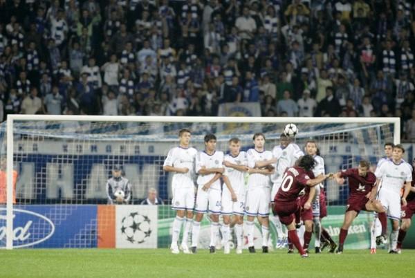 GOLAZO, AL FIN Y AL CABO. El 'Chori' Domínguez puso arriba al Rubin Kazan en Kiev con esta joyita de tiro libre, pero en el complemento 'Sheva' y compañía dieron vuelta al marcador (Foto: Reuters)