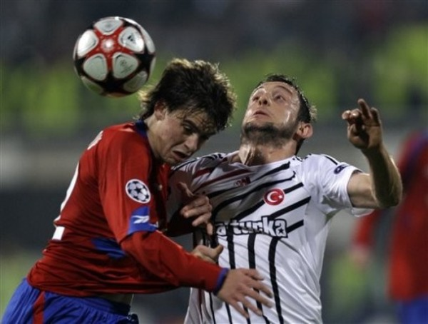 A OJOS CERRADOS. La gran victoria del CSKA fue clave para su clasifiación. Los rusos firmaban el 1-2 antes del encuentro (Foto: AP)