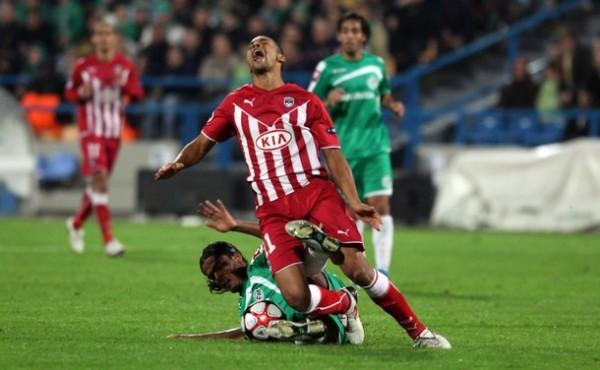 ASÍ SÍ DUELE. Burdeos volvió a ganar y vulneró la casa del Maccabi. Los israelitas nunca sumaron puntos y se fueron con gran dolor (Foto: AP)